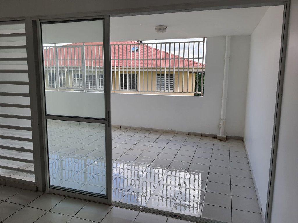 Appartement à louer 3 73.84m2 à Le Lamentin vignette-6