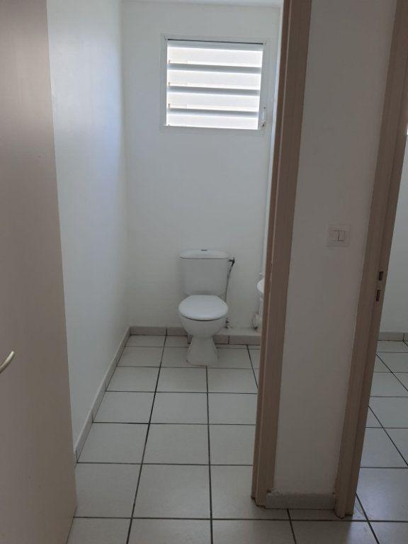 Appartement à louer 3 73.84m2 à Le Lamentin vignette-9