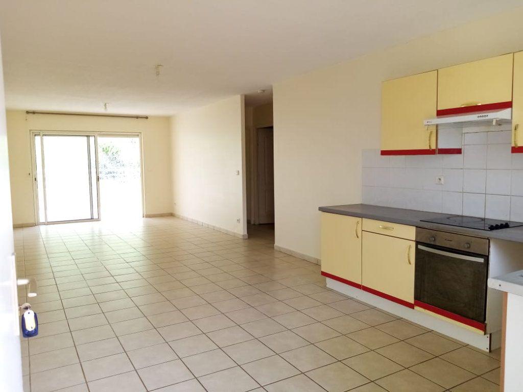 Appartement à louer 3 68.26m2 à Fort-de-France vignette-1