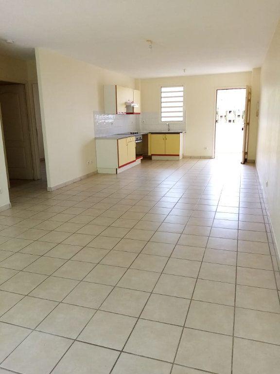 Appartement à louer 3 68.26m2 à Fort-de-France vignette-2
