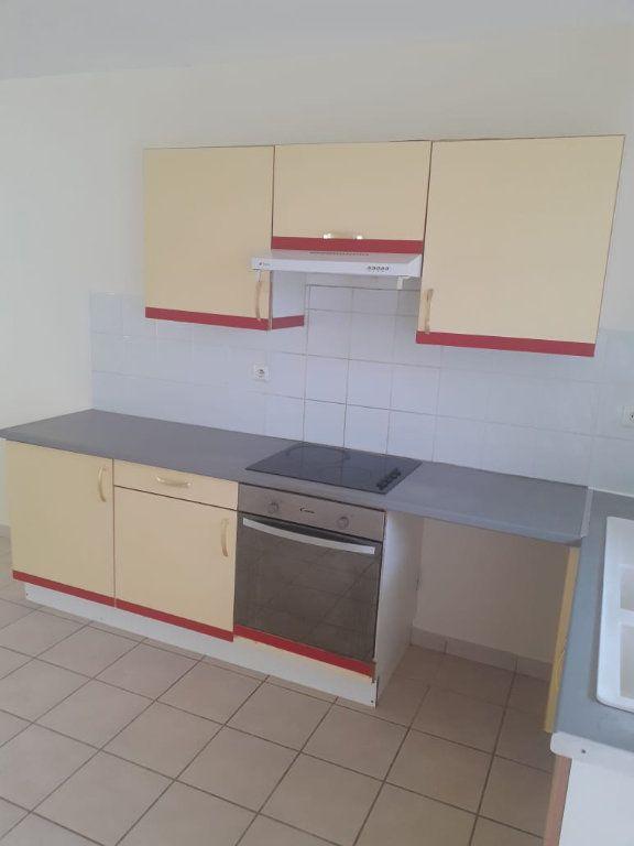 Appartement à louer 3 68.26m2 à Fort-de-France vignette-3