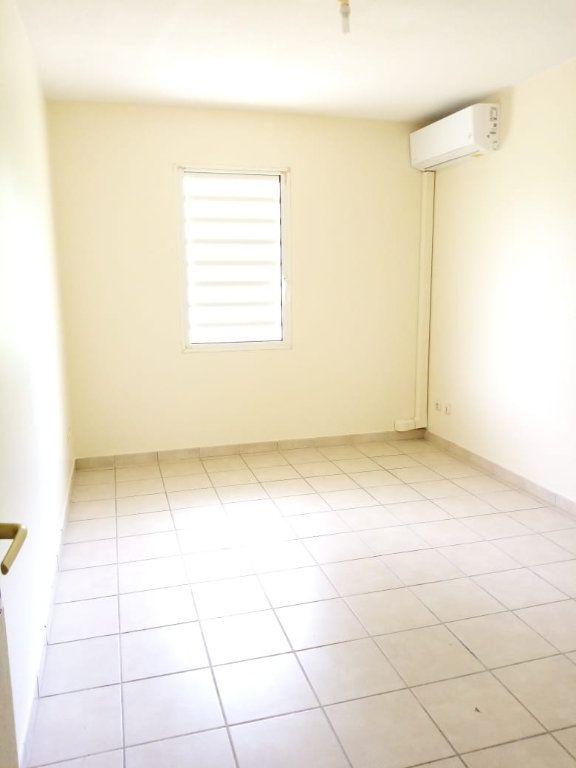 Appartement à louer 3 68.26m2 à Fort-de-France vignette-4