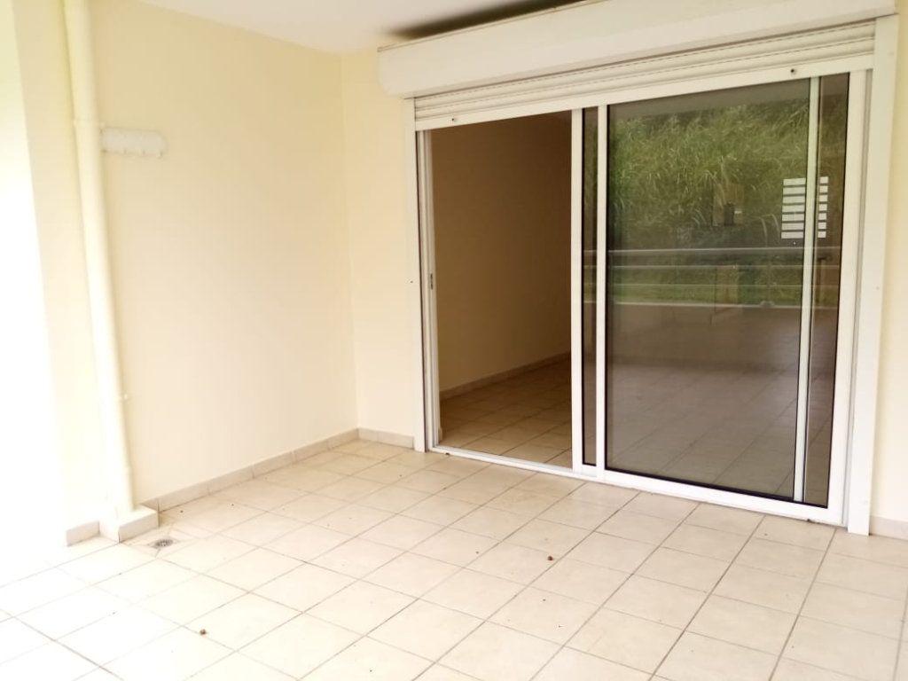 Appartement à louer 3 68.26m2 à Fort-de-France vignette-6