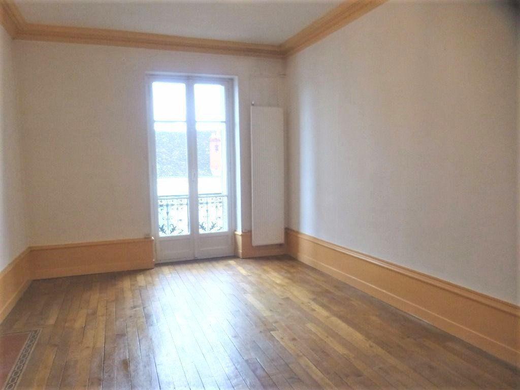 Appartement à louer 4 95m2 à Chalon-sur-Saône vignette-2