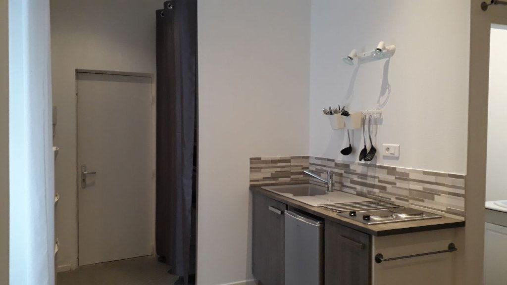 Appartement à louer 1 16m2 à Chalon-sur-Saône vignette-1