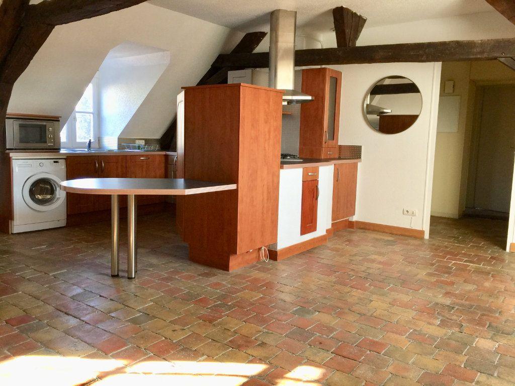 Appartement à louer 3 60m2 à Chalon-sur-Saône vignette-1
