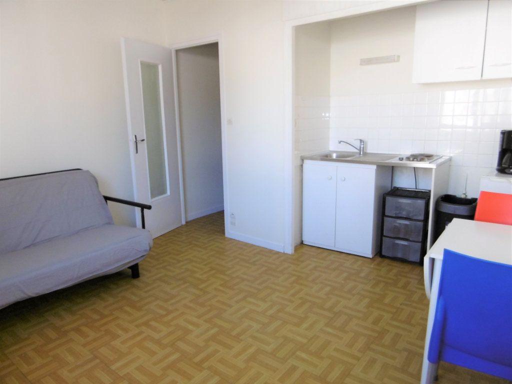 Appartement à louer 1 19.36m2 à Chalon-sur-Saône vignette-1