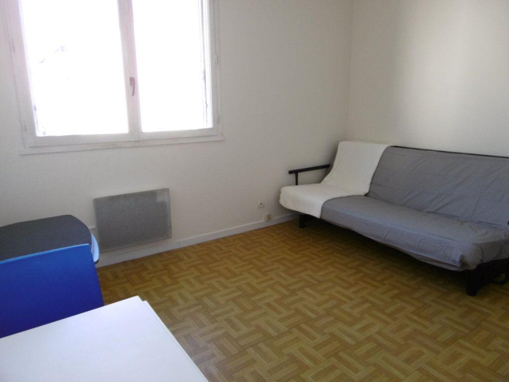 Appartement à louer 1 19.36m2 à Chalon-sur-Saône vignette-4
