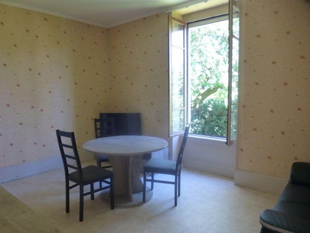 Appartement à louer 2 39m2 à Chalon-sur-Saône vignette-1