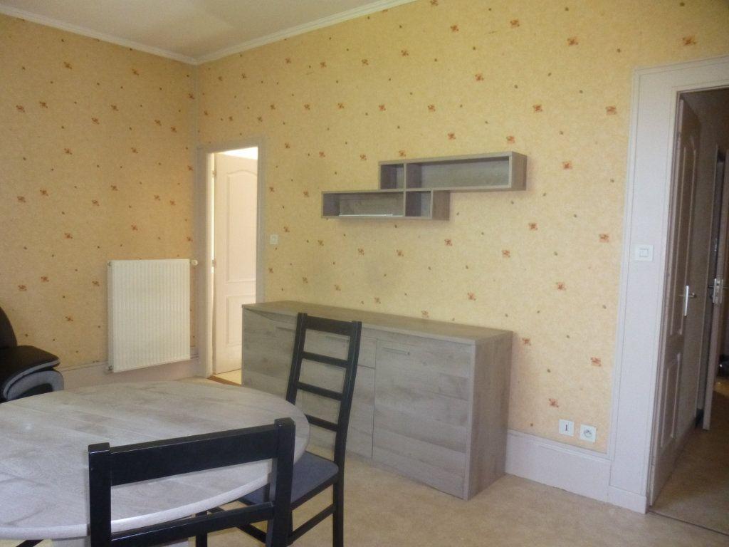 Appartement à louer 2 39m2 à Chalon-sur-Saône vignette-3