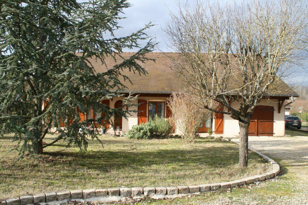 Maison à louer 5 106m2 à Sassenay vignette-1