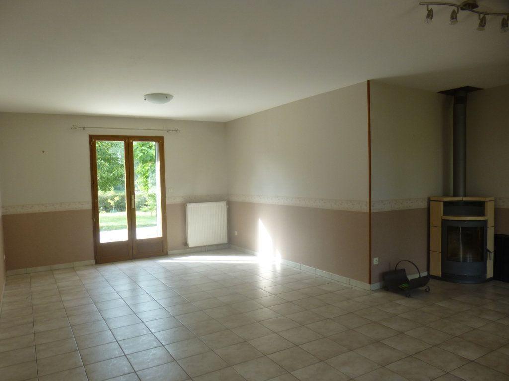 Maison à louer 5 106m2 à Sassenay vignette-2