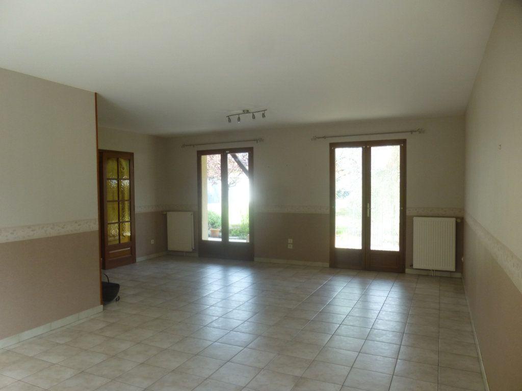 Maison à louer 5 106m2 à Sassenay vignette-3