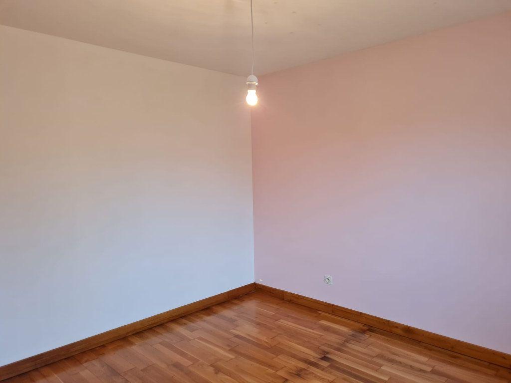 Maison à louer 5 106m2 à Sassenay vignette-6