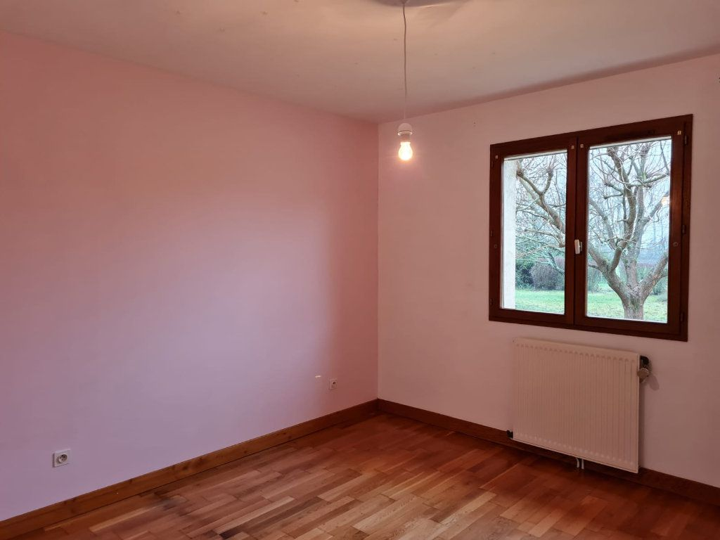 Maison à louer 5 106m2 à Sassenay vignette-7