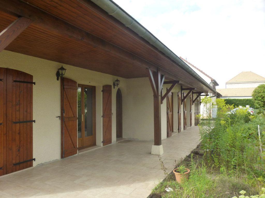 Maison à louer 5 106m2 à Sassenay vignette-17
