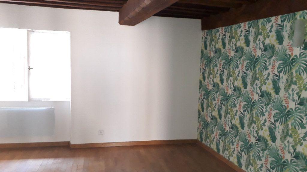 Appartement à louer 3 45m2 à Chalon-sur-Saône vignette-2
