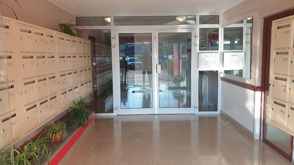 Appartement à louer 2 60m2 à Champforgeuil vignette-2