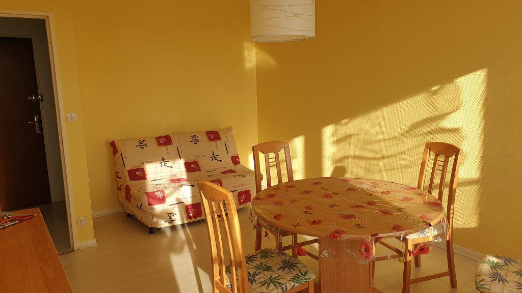 Appartement à louer 2 60m2 à Champforgeuil vignette-5