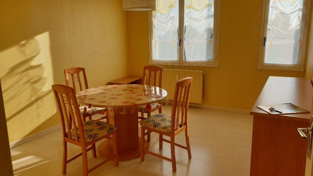 Appartement à louer 2 60m2 à Champforgeuil vignette-6