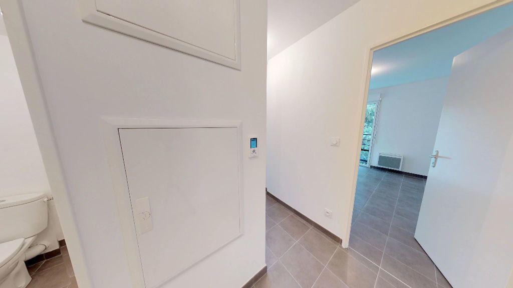 Appartement à louer 3 61m2 à Antibes vignette-2