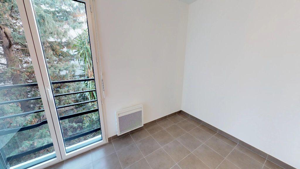 Appartement à louer 3 61m2 à Antibes vignette-3
