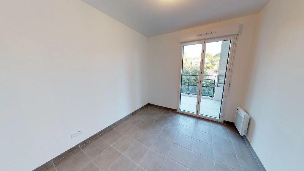 Appartement à louer 3 61m2 à Antibes vignette-8