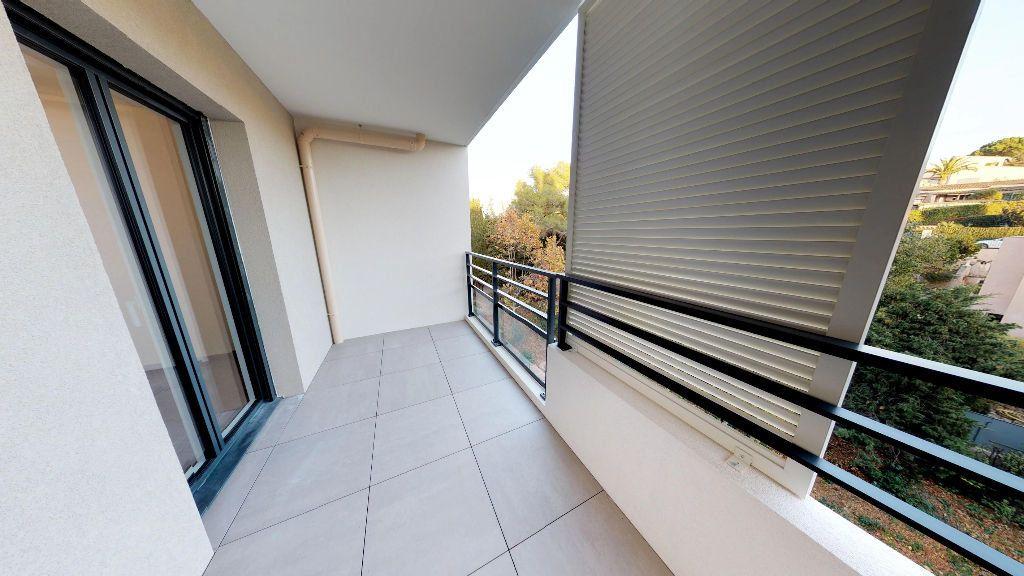 Appartement à louer 3 61m2 à Antibes vignette-9