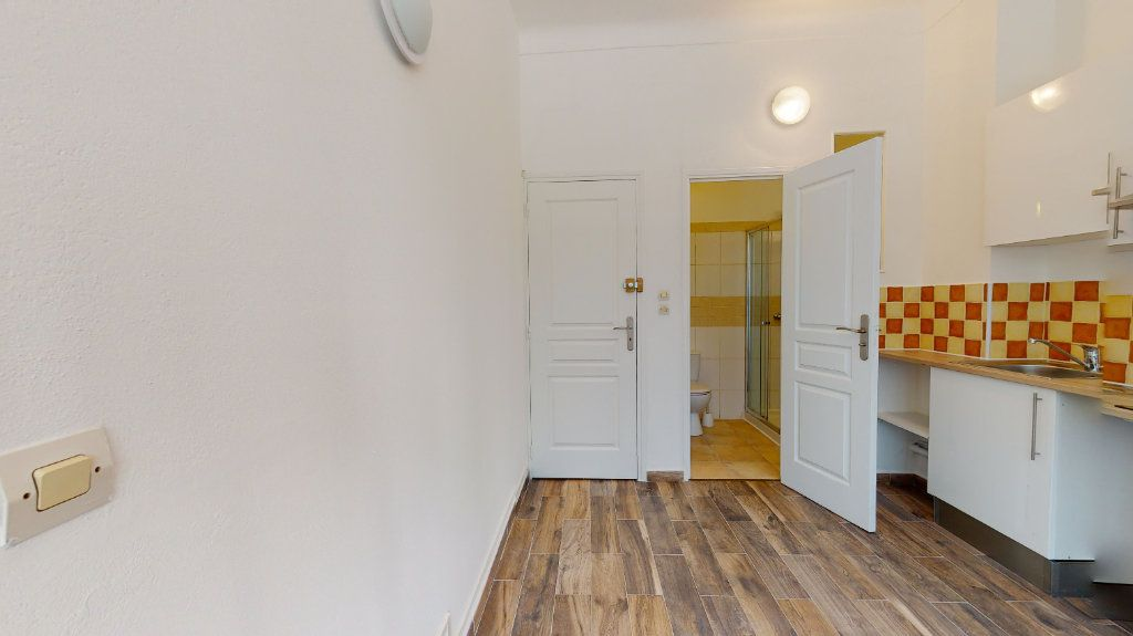 Appartement à louer 1 16m2 à Nice vignette-2
