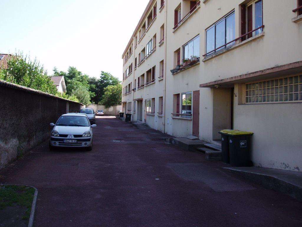 Appartement à louer 3 56.26m2 à Vénissieux vignette-1