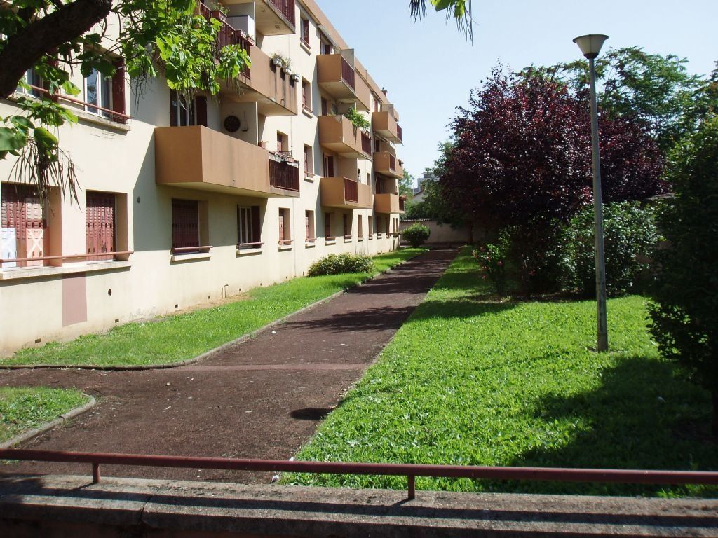 Appartement à louer 3 56.26m2 à Vénissieux vignette-2