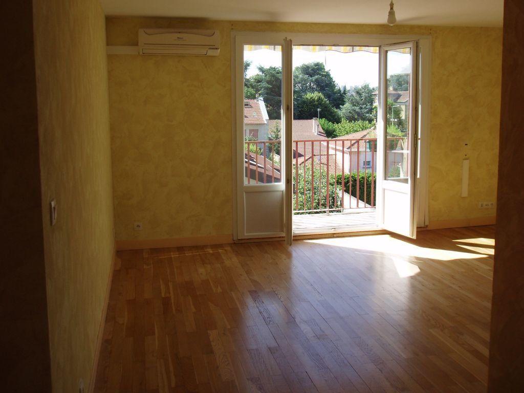 Appartement à louer 3 56.26m2 à Vénissieux vignette-3