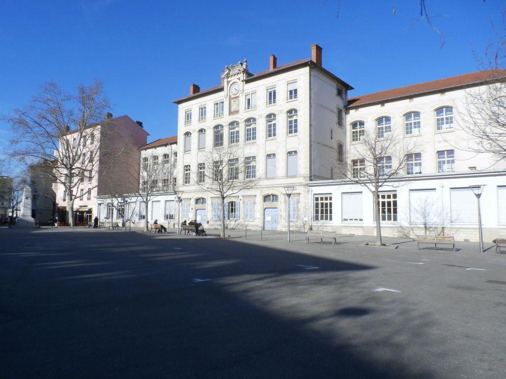 Appartement à louer 4 78.39m2 à Lyon 8 vignette-1