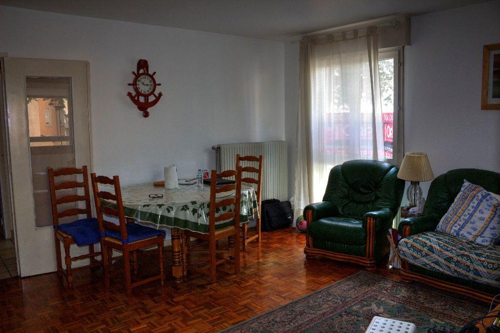 Appartement à louer 4 78.39m2 à Lyon 8 vignette-6