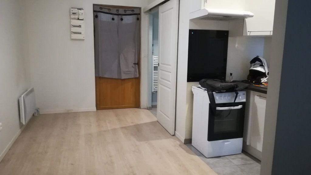 Appartement à louer 2 34.13m2 à Saint-Fons vignette-1
