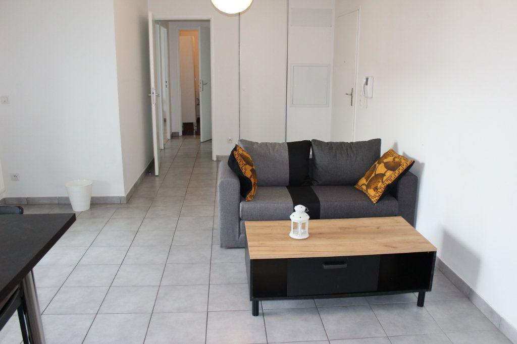 Appartement à louer 3 60.86m2 à Vénissieux vignette-2