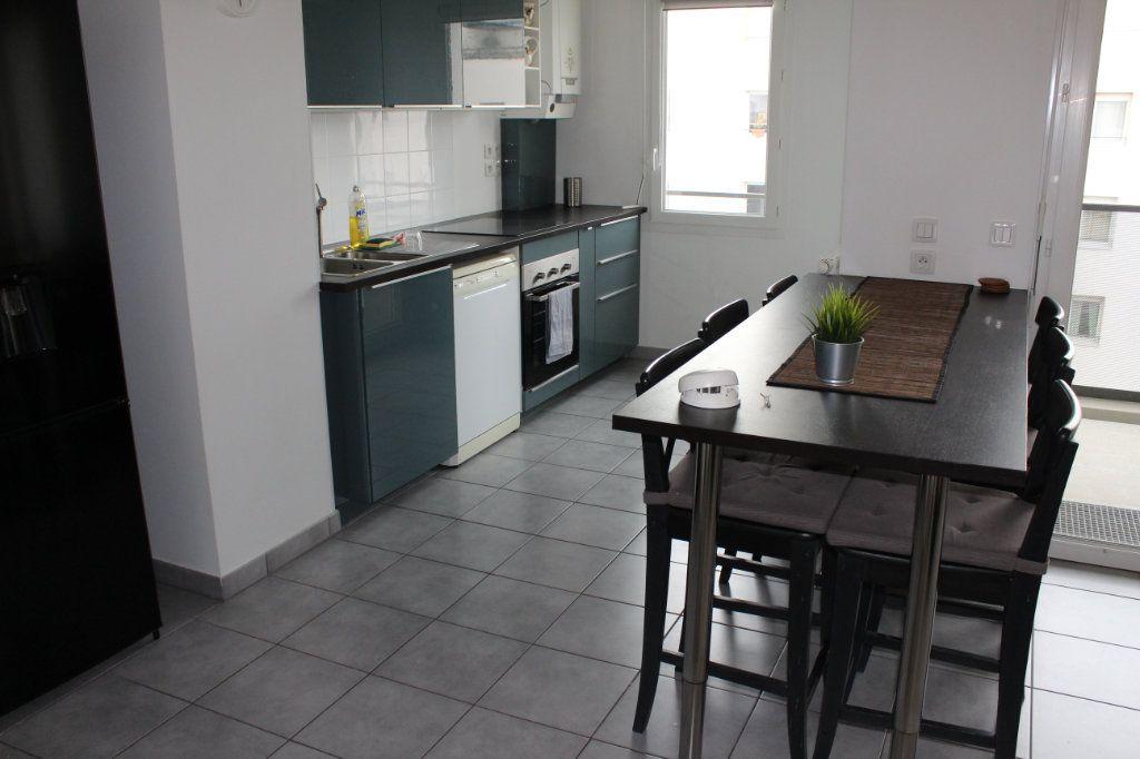 Appartement à louer 3 60.86m2 à Vénissieux vignette-3
