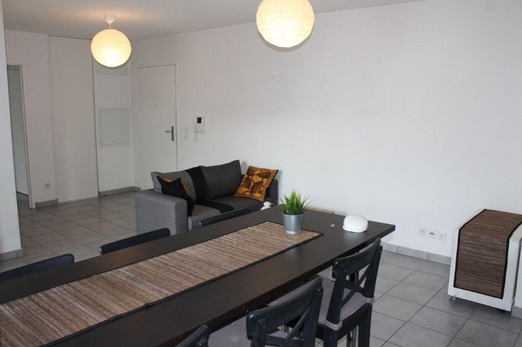 Appartement à louer 3 60.86m2 à Vénissieux vignette-4