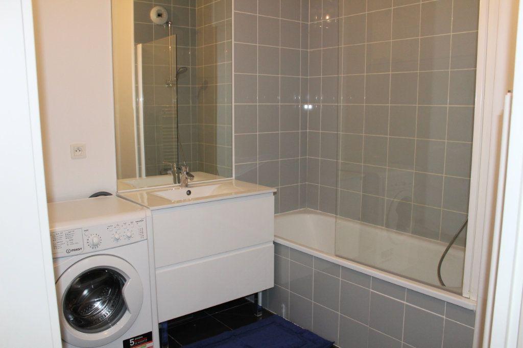 Appartement à louer 3 60.86m2 à Vénissieux vignette-7