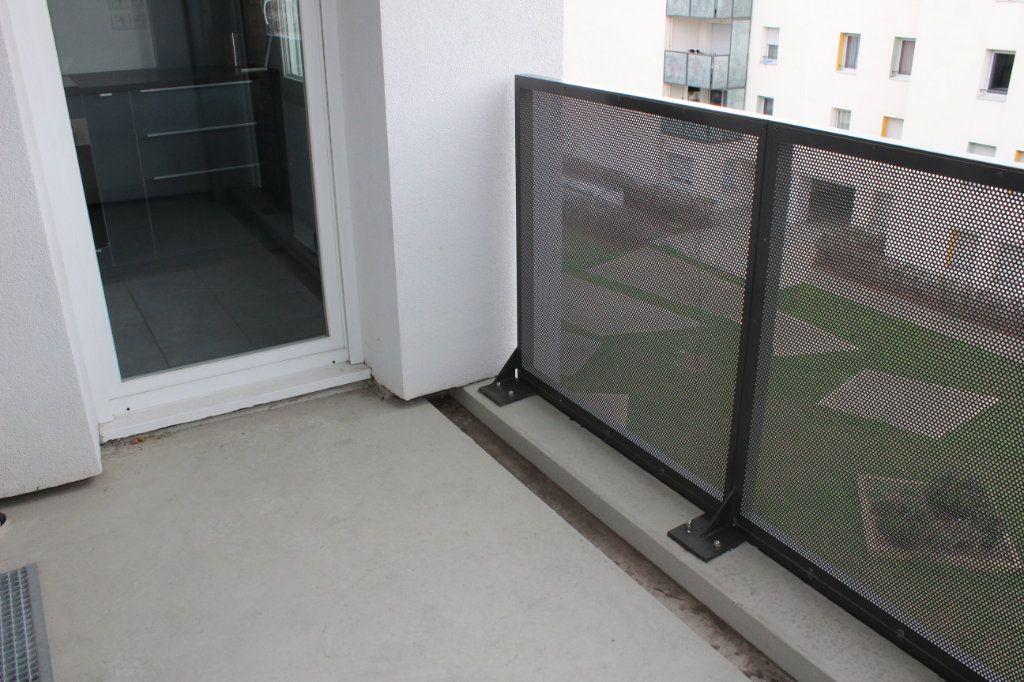 Appartement à louer 3 60.86m2 à Vénissieux vignette-9