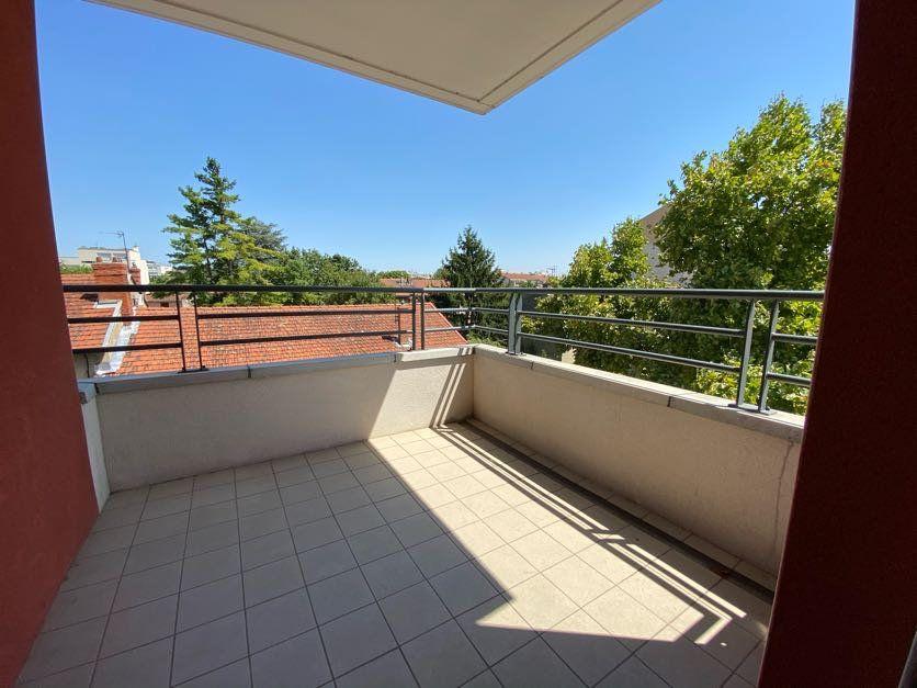 Appartement à vendre 3 65m2 à Vénissieux vignette-1