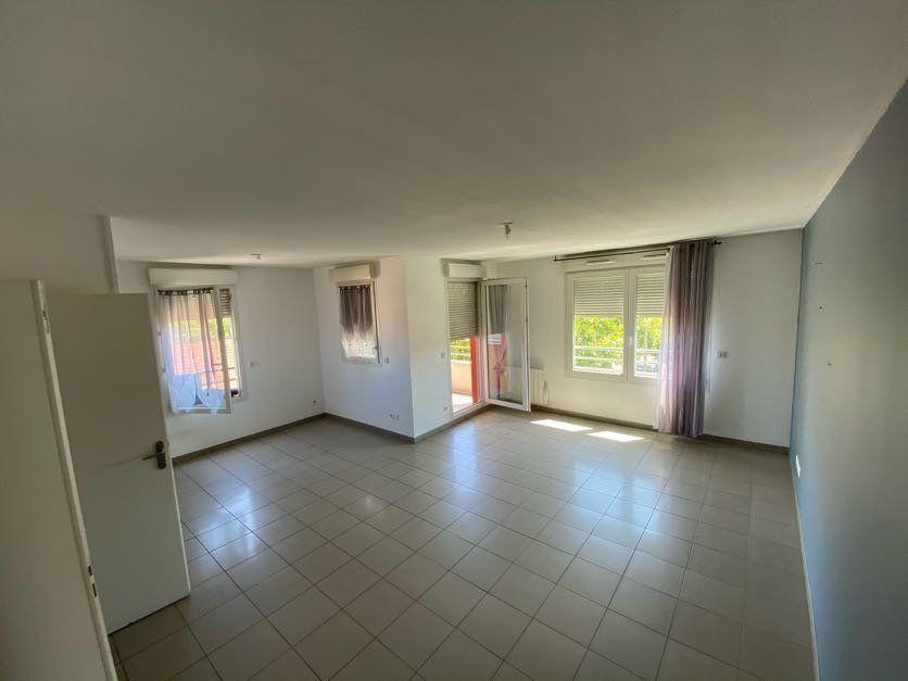Appartement à vendre 3 65m2 à Vénissieux vignette-2