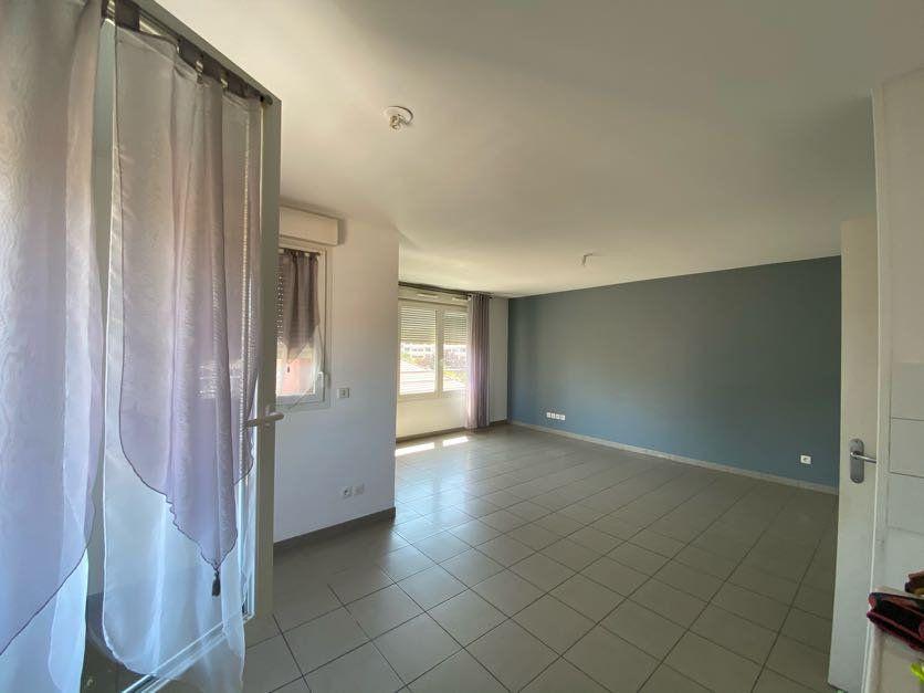 Appartement à vendre 3 65m2 à Vénissieux vignette-4
