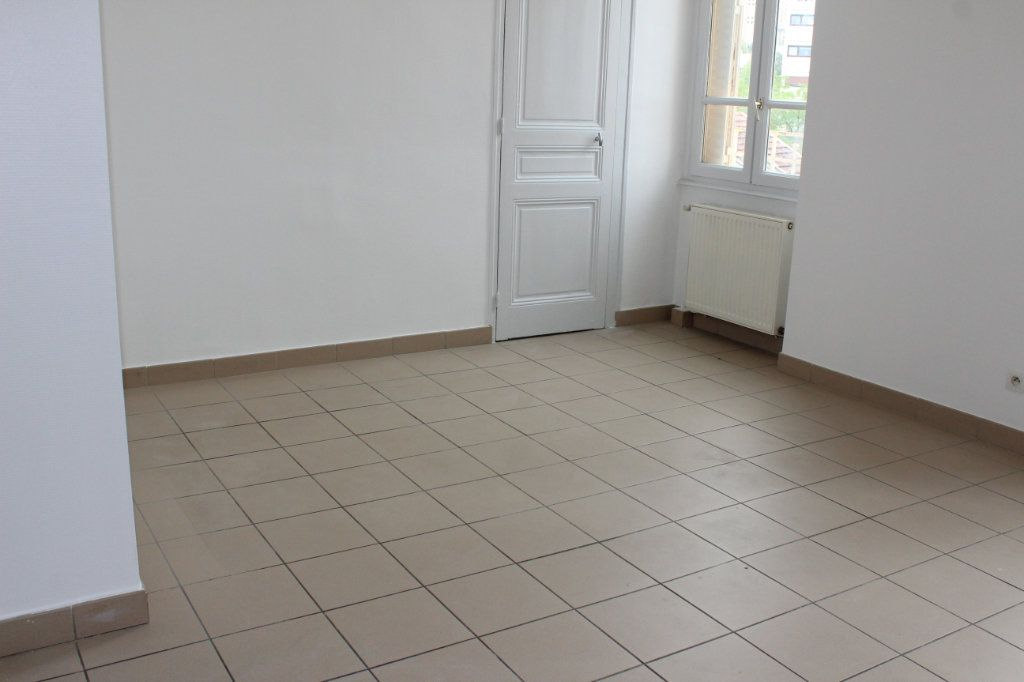 Appartement à louer 3 57m2 à Vénissieux vignette-2