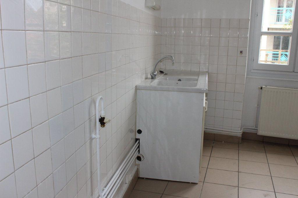 Appartement à louer 3 57m2 à Vénissieux vignette-4