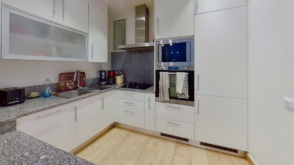Appartement à louer 2 56.69m2 à Lyon 8 vignette-4