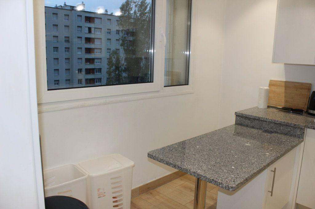 Appartement à louer 2 56.69m2 à Lyon 8 vignette-5