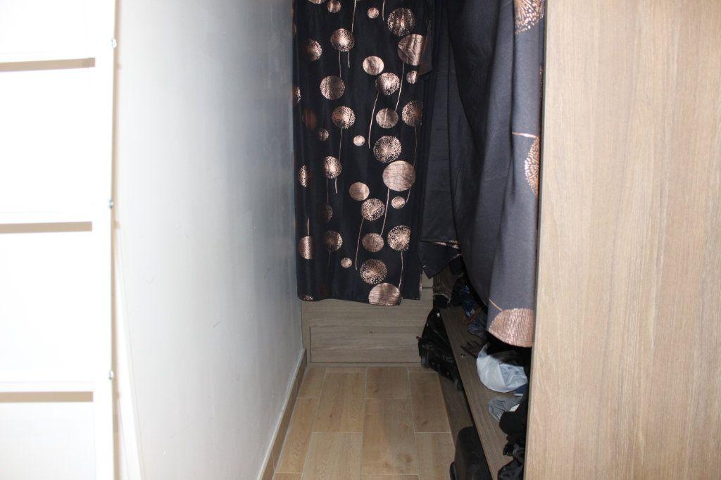 Appartement à louer 2 56.69m2 à Lyon 8 vignette-10
