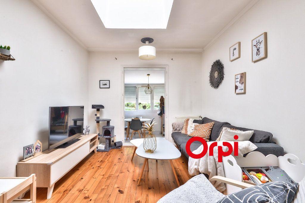 Appartement à vendre 3 62.13m2 à Vénissieux vignette-1