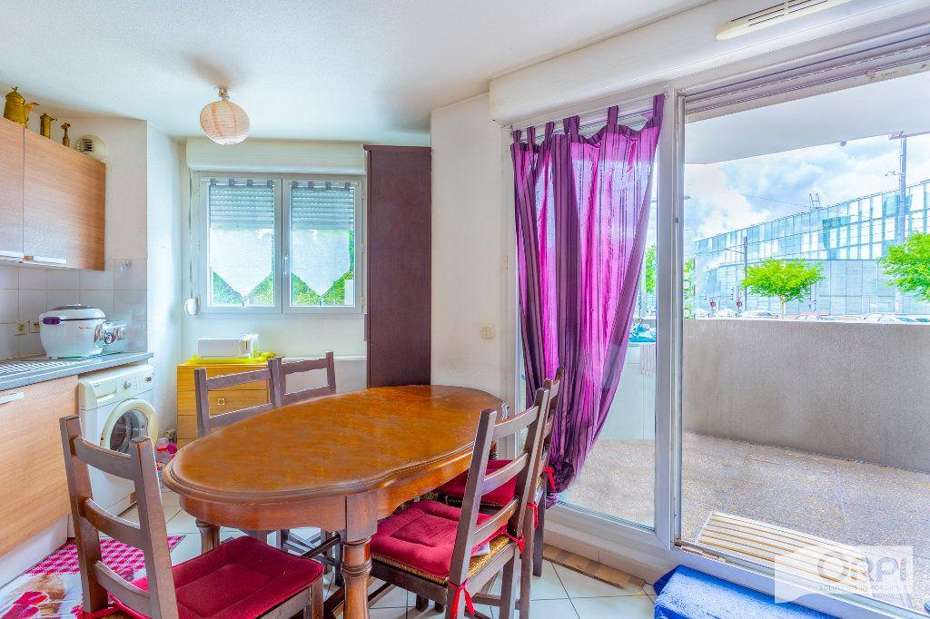 Appartement à vendre 3 56.89m2 à Vénissieux vignette-2